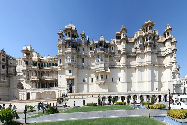 city-palace-udaipur-hotels-in-udaipur