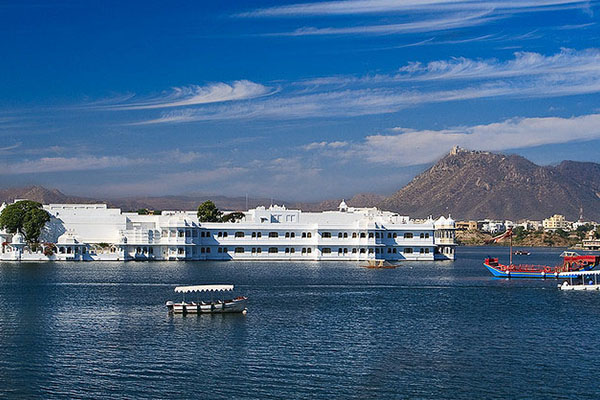lake-palace-udaipur-hotels-in-udaipur