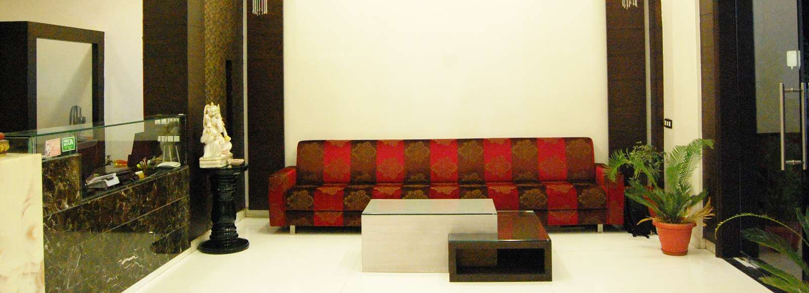 Book_Hotels_in_Udaipur-compressed