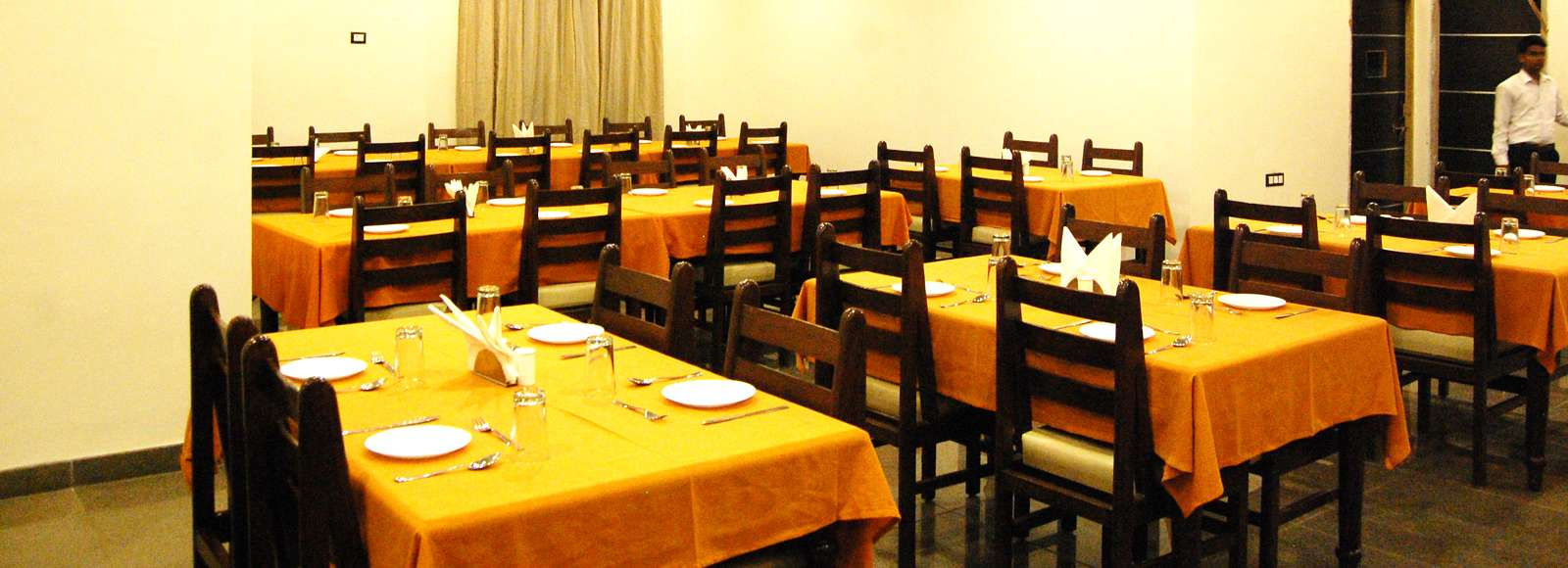 Family_Hotels_in_Udaipur-compressed